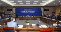 [포토뉴스]민주당 경선 연기 이후...송영길 이재명의 만남